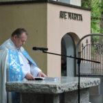 Ks. proboszcz Marek Terlecki odprawiający nabożeństwo