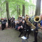 Orkiestra dęta w trakcie nabożeństwa majowego