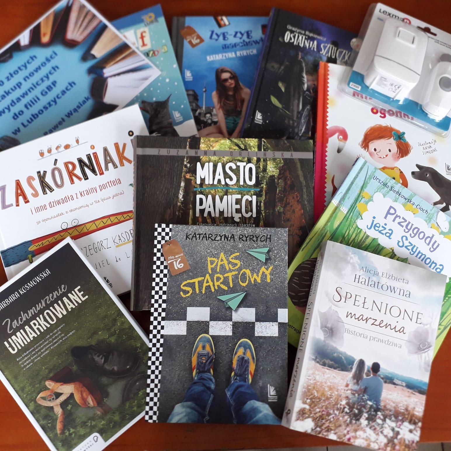 książki, prezenty otrzymane na otwarcie biblioteki