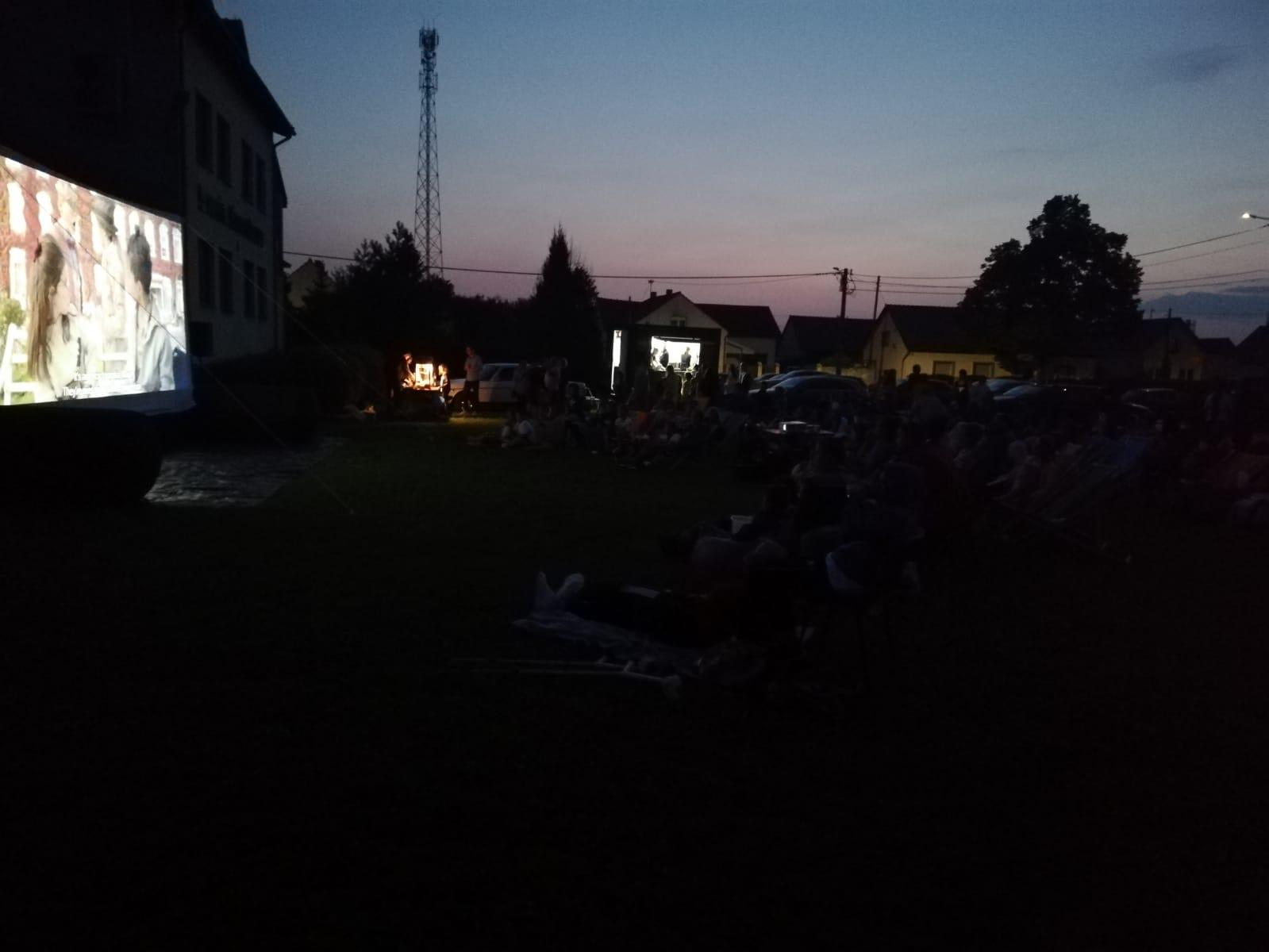 Kino plenerowe w Łubnianach